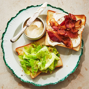 cabbage-and-bacon sandwich served with mayonnaise