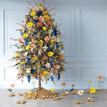 The Floral Christmas Tree Trend Is Back, and the Pictures Are Stunning!