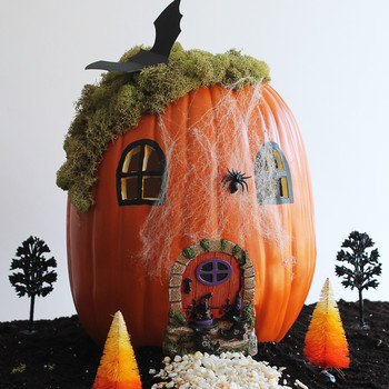 halloween-pumpkin-fairy-garden
