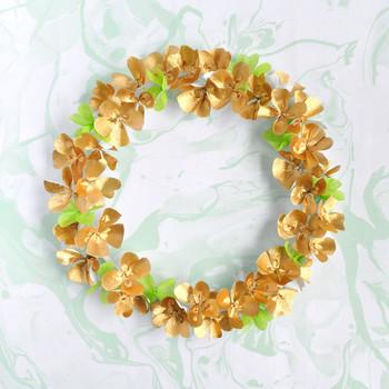 圣。帕特里克节三叶草花环