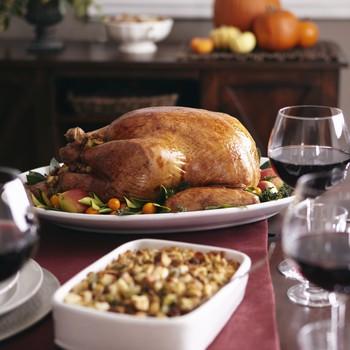 在桌上的感恩火鸡