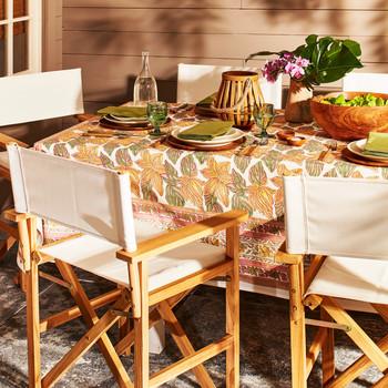 家里餐桌旁的椅子