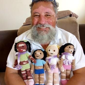 João Stanganelli Jr. with crocheted representation dolls