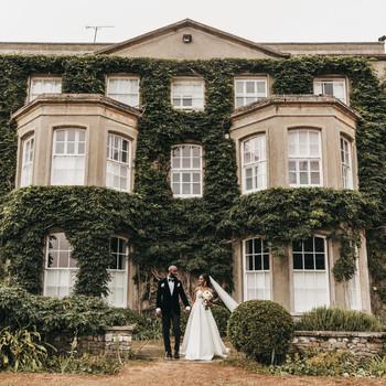 wedding couple historic building