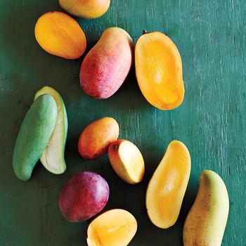papayas on green table