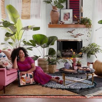 Justina Blakeney of Jungalow in her living room