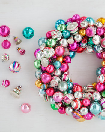 vintage-ornaments-wreath-how-to-d110740-0634.jpg