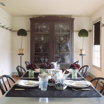Martha's Turkey Hill Dining Room: 5 Bold Ideas for Decorating with Black
