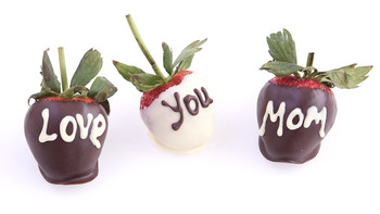 chocolate-covered_strawberries_for_mothers_day.jpg