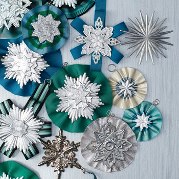 christmas-dresden-ribbon-ornaments-048-d112139.jpg
