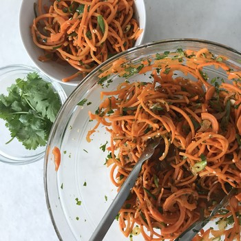 spicy sesame carrot noodles