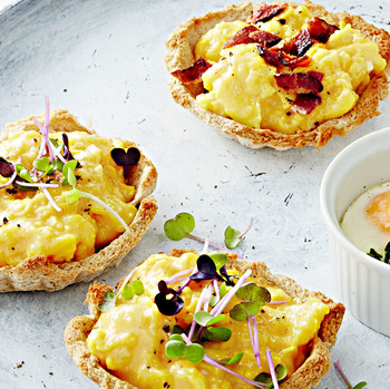 soft-scrambled eggs and toasted-rye tartlets