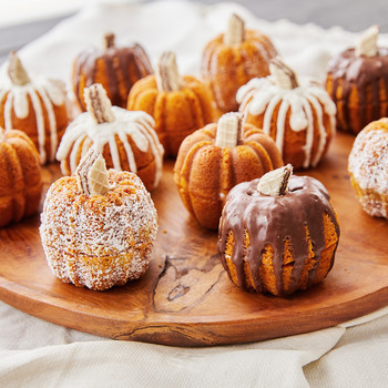 mini pumpkin bundt cakes