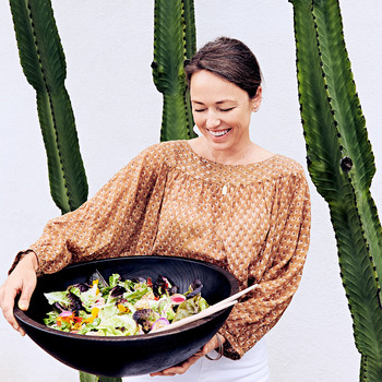 jora vess holding green salad with pickled-shallot vinaigrette