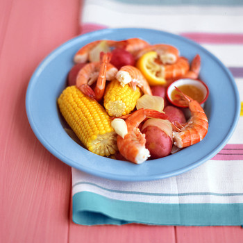 One-Pot Shrimp Boil with Corn and Potatoes