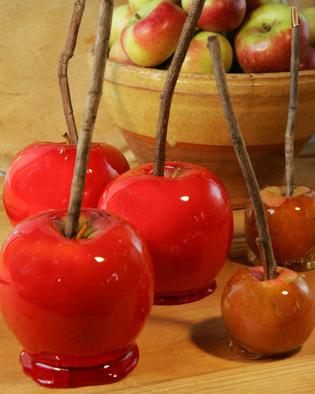 Candy apples recipe video martha stewart for Caramel apple recipes for halloween