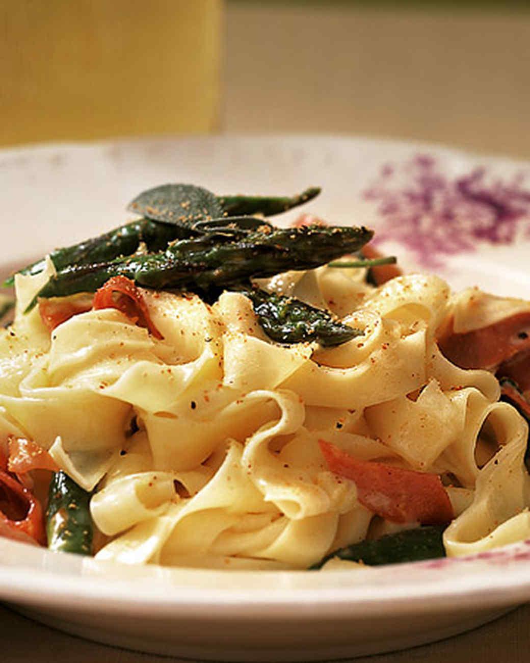 Tagliatelle with Prosciutto and Asparagus