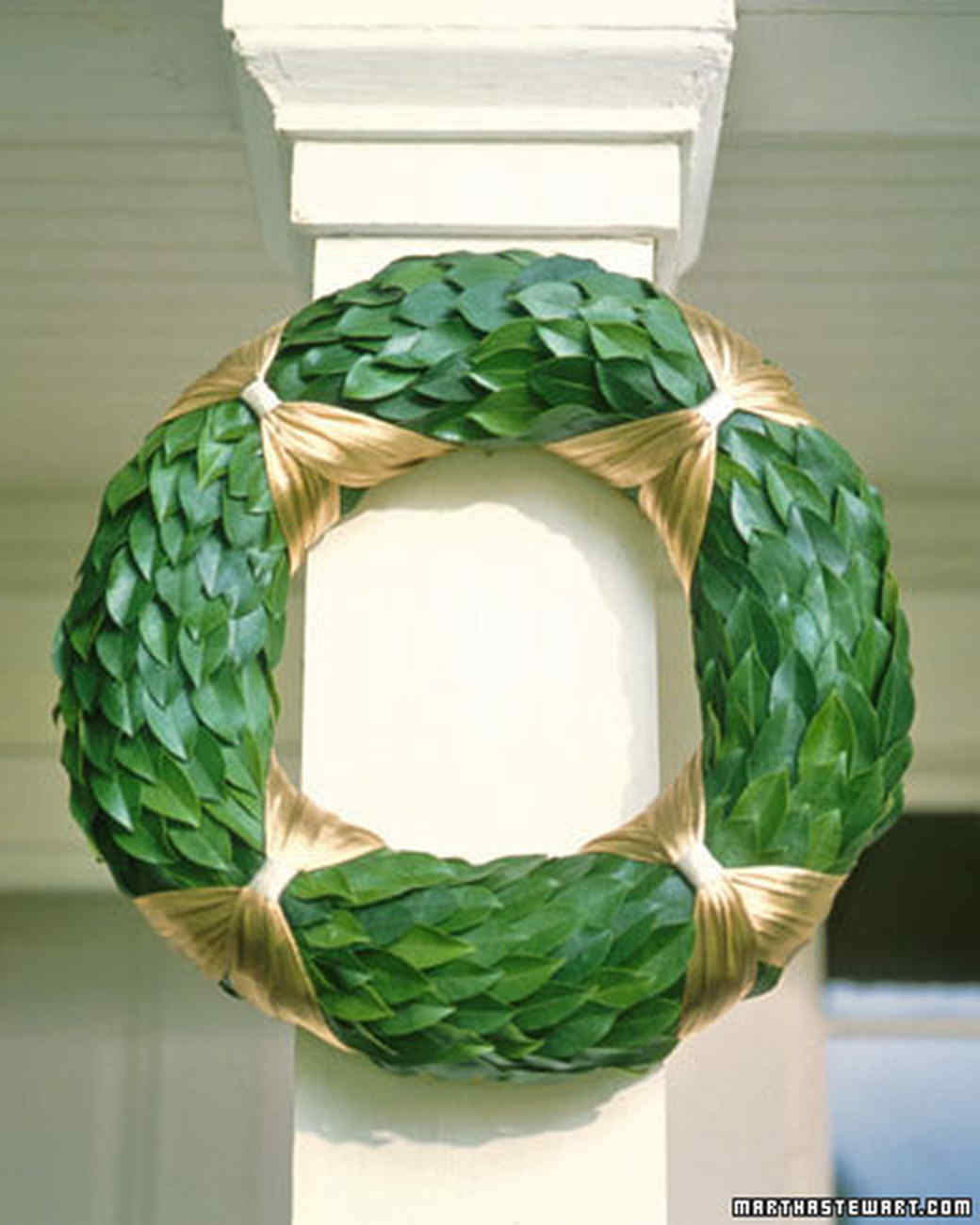 Straw Form and Laurel Wreath