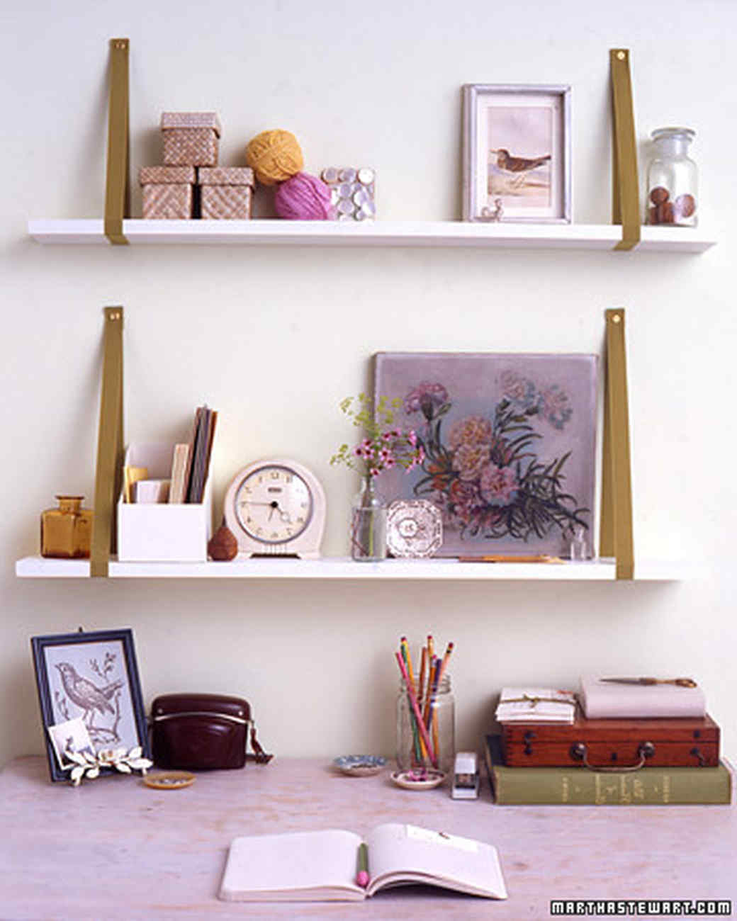Ribbon-Bracket Shelves