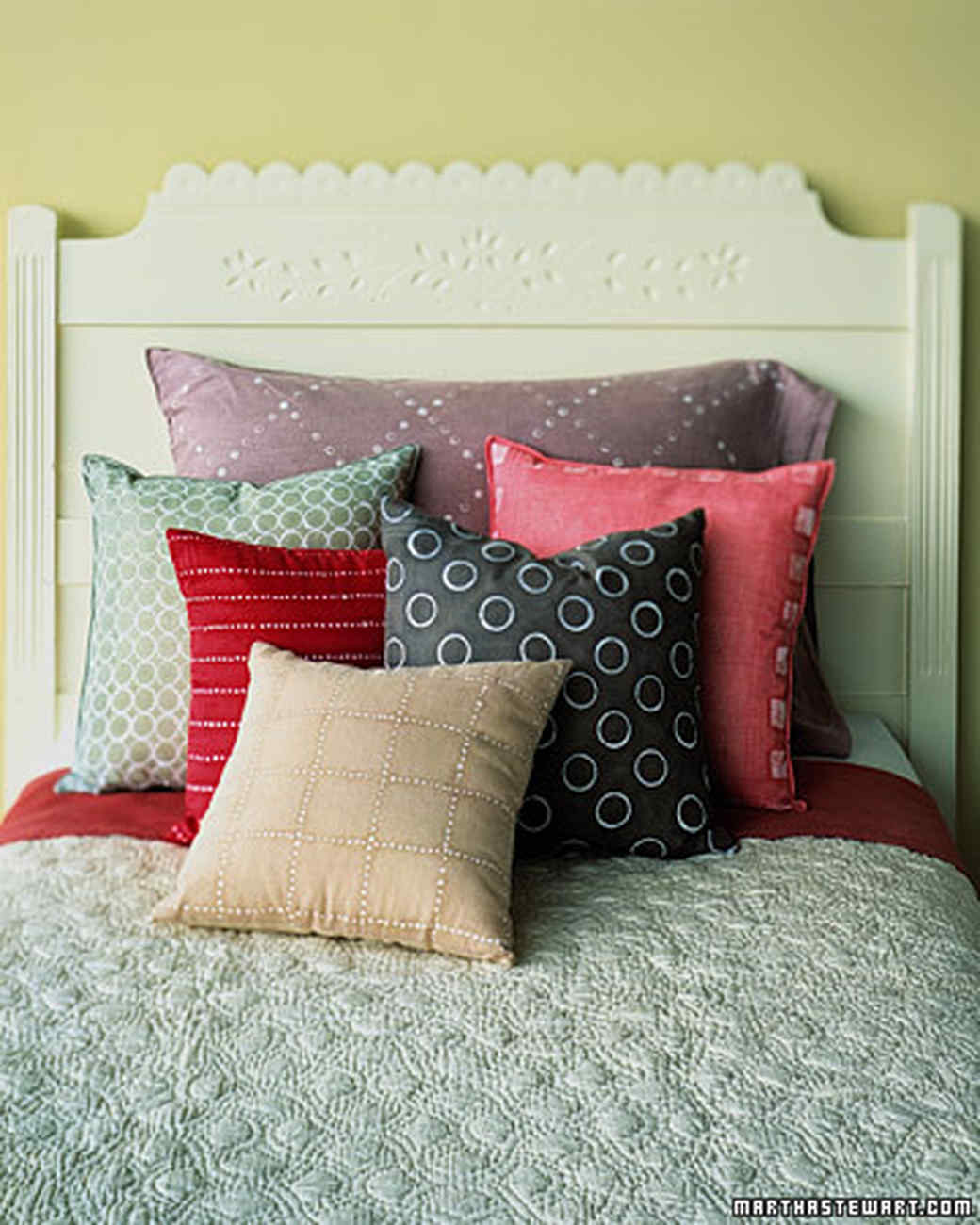 20 Pillow Projects That are Cozy, Comfortable, and Easy to Make ...
