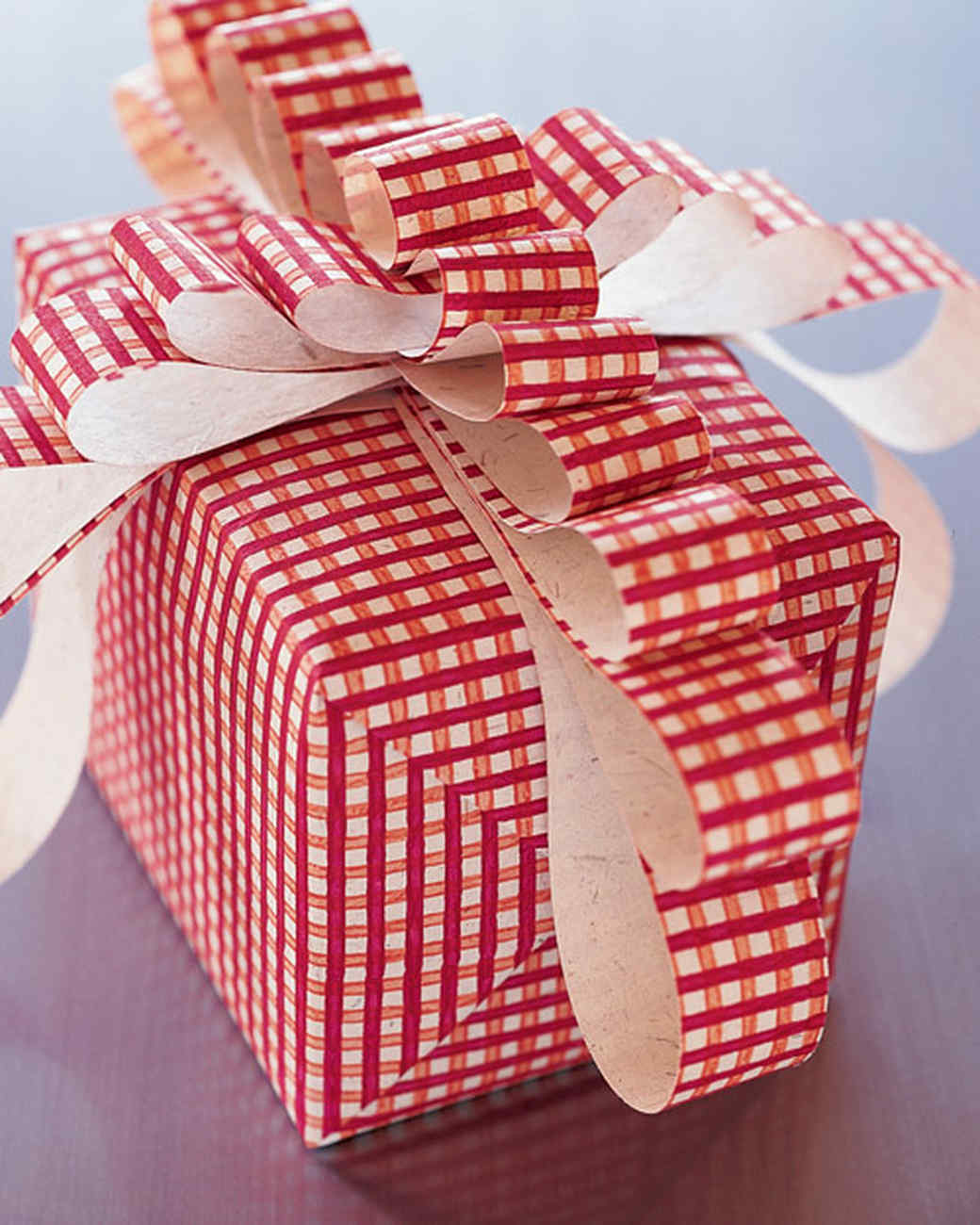 Gift Wrapping: Floppy Bow