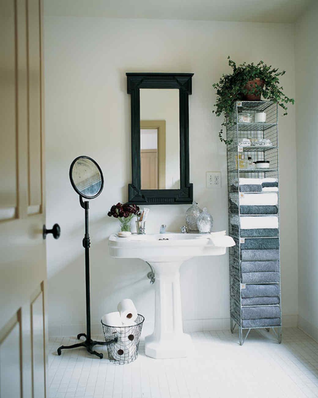 msl_0901_bathroom.jpg