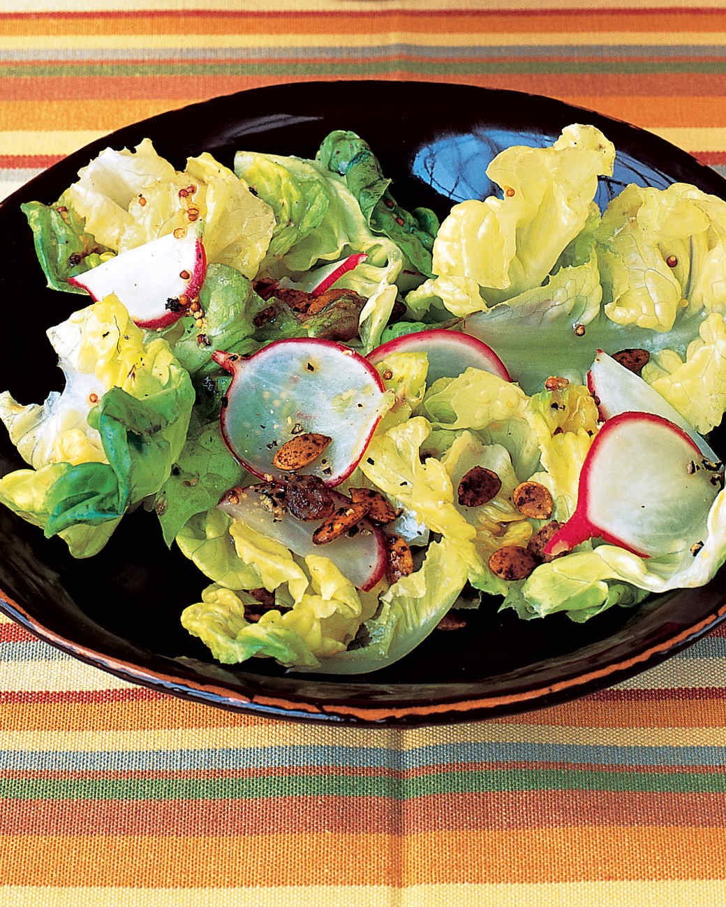 Easy Salad with Radishes and Spicy Pumpkin Seeds