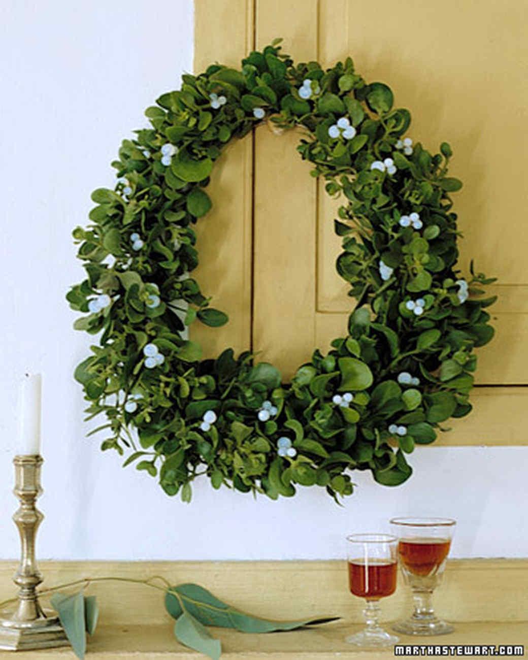 Mistletoe: Mistletoe Wreath How-To