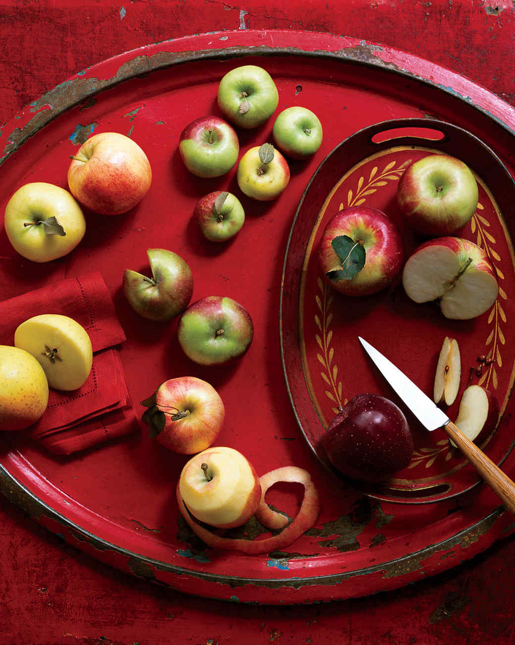 cut apples on tray