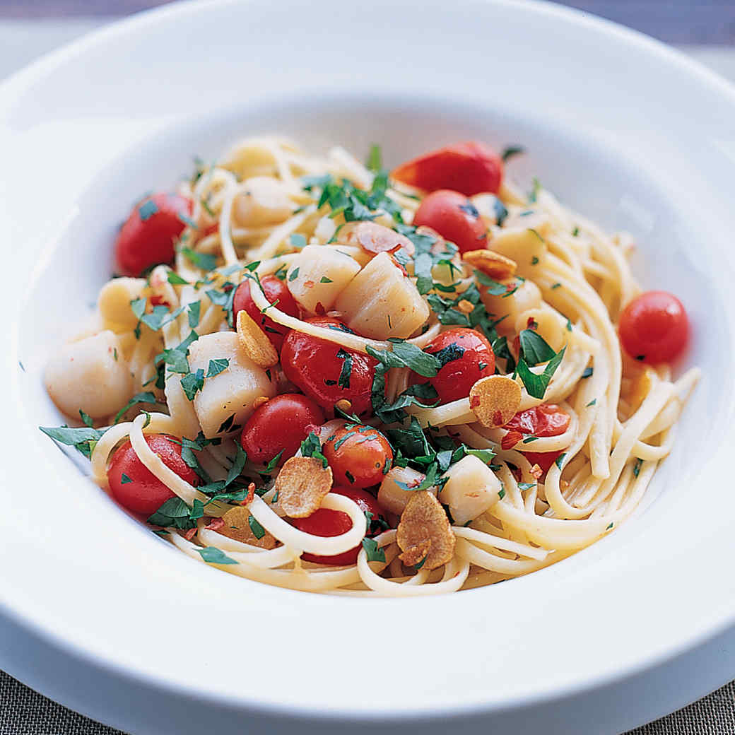 Pasta With Scallops Garlic Grape Tomatoes And Parsley