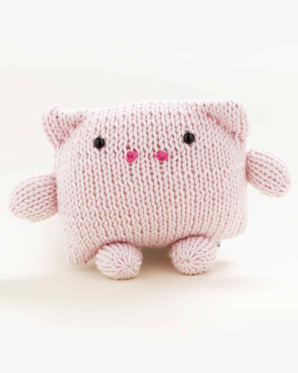 Martha Stewart Crafts Lion Brand® Yarn Extra-Soft Wool Blend Loom-Knit Pig
