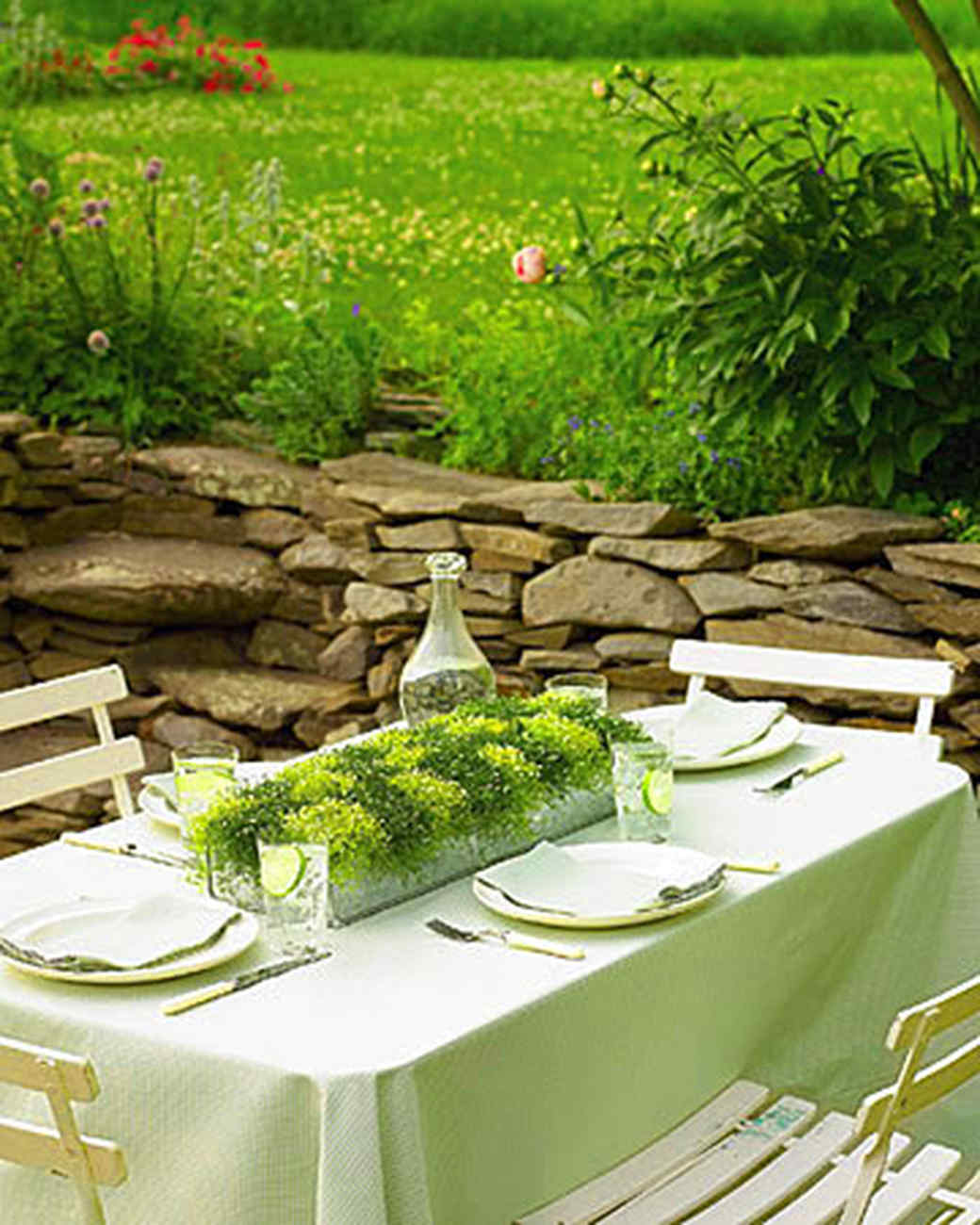 checkered moss centerpiece - Outdoor Party Decorations