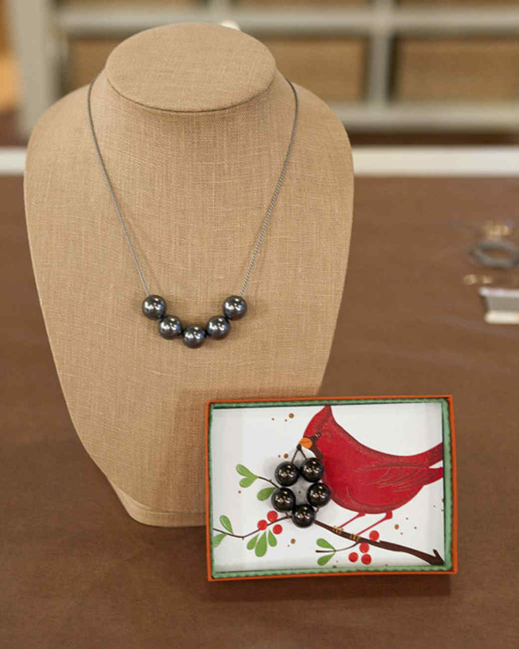 5065_121609_necklace.jpg