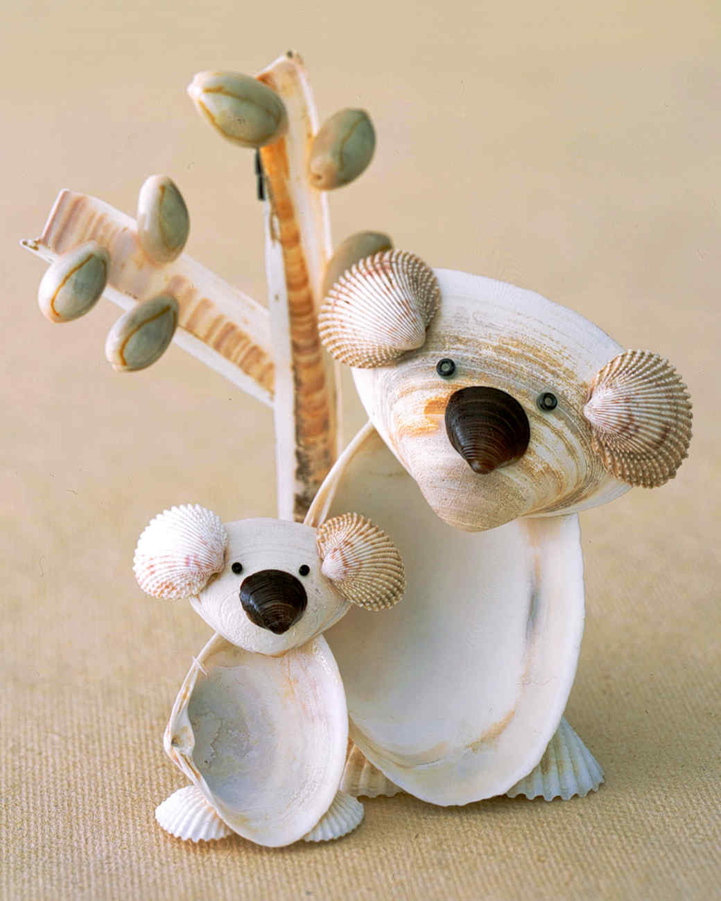 Crafts from seashells 76