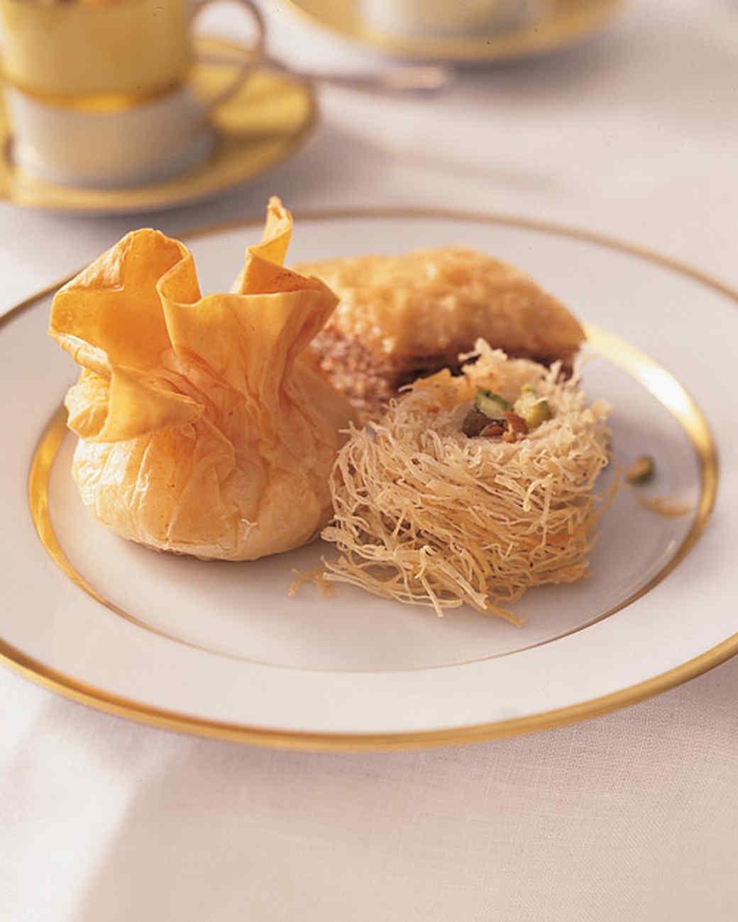 Rolled Baklava with Golden Raisins
