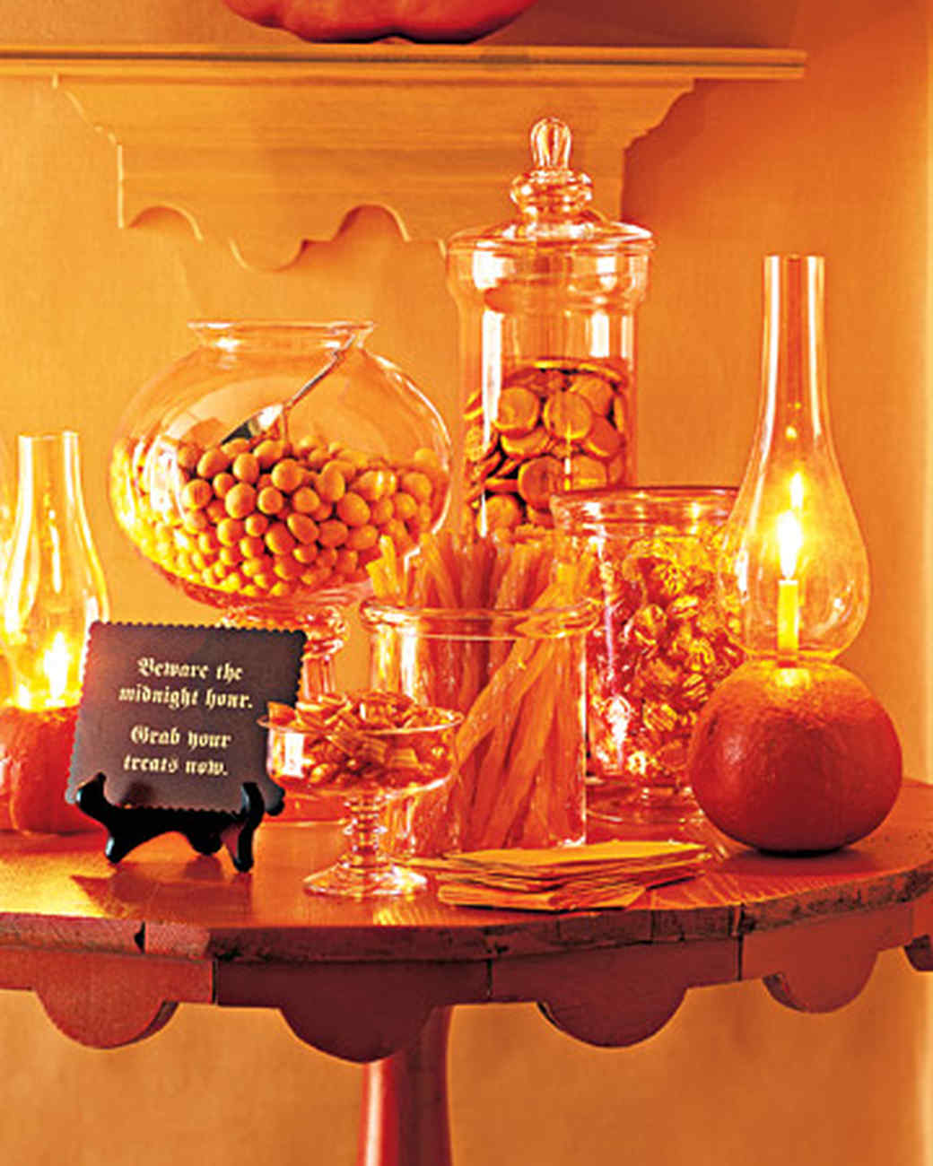 halloween centerpieces and tabletop ideas martha stewart - Halloween Table Decoration