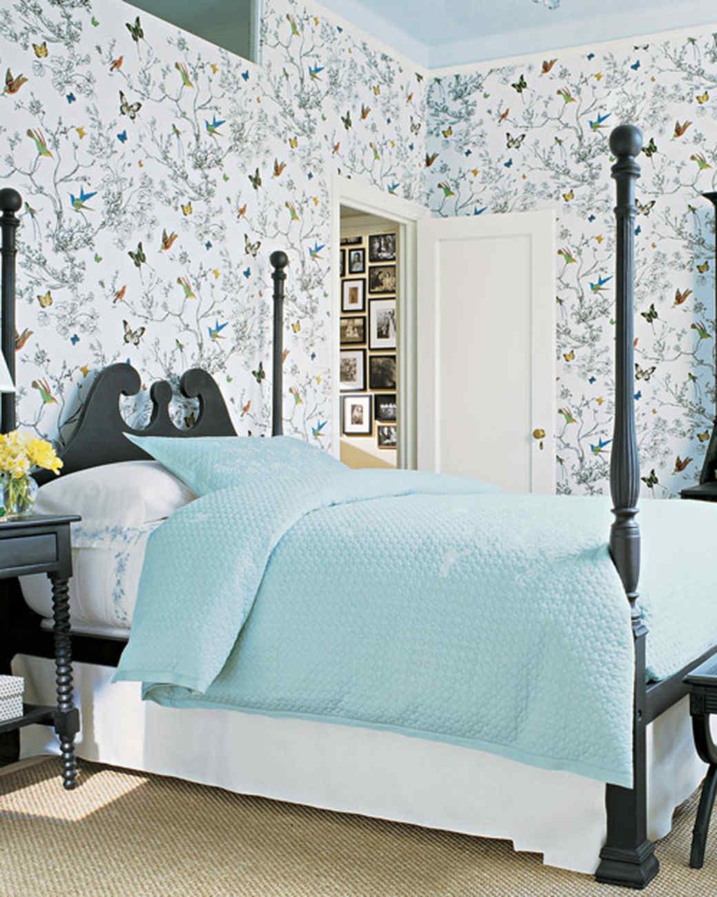 Blue rooms martha stewart for Blue patterned wallpaper bedroom