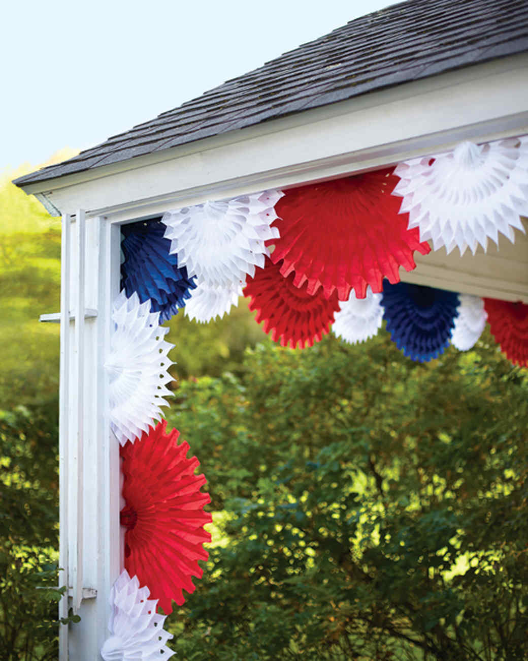 30 Patriotic Home Decoration Ideas In White Blue And Red: Tissue-Paper Fan Decorations