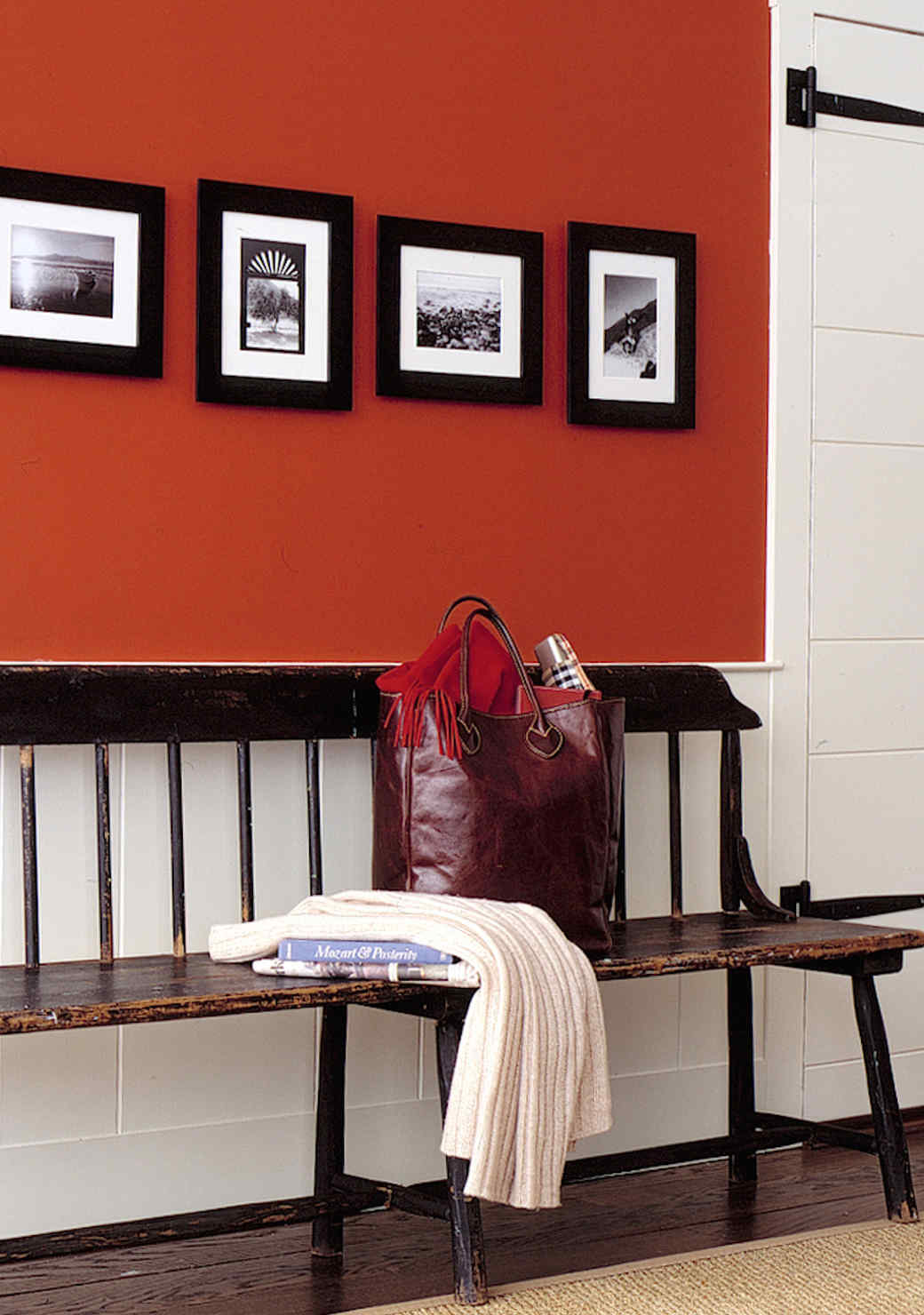 red-accent-wall-1016.jpg (skyword:349122)