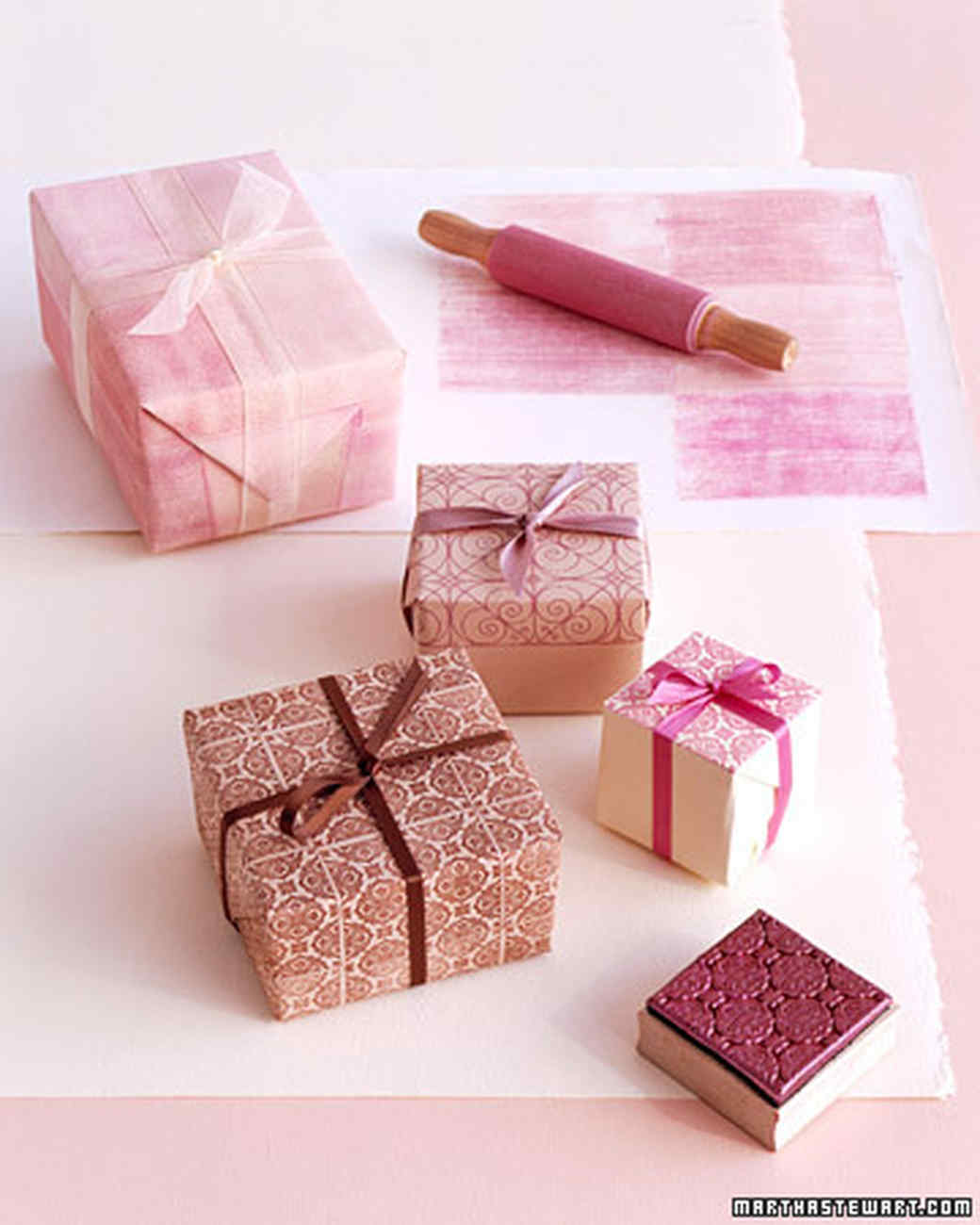How beautiful to pack a gift in gift paper