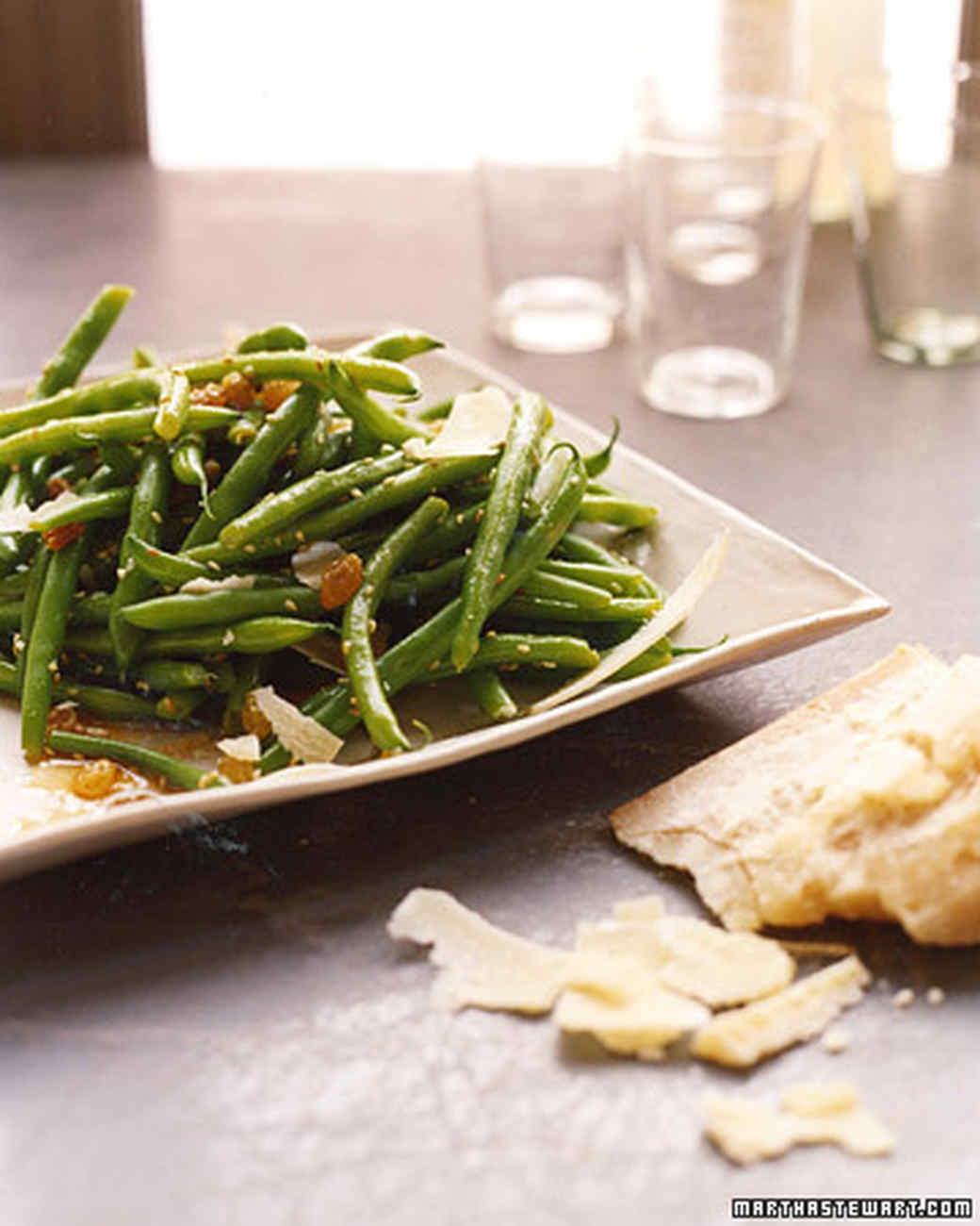 Green Beans with Golden Raisins