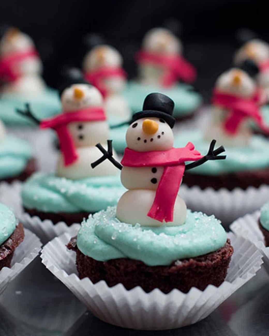bagold_snowmancupcake.jpg