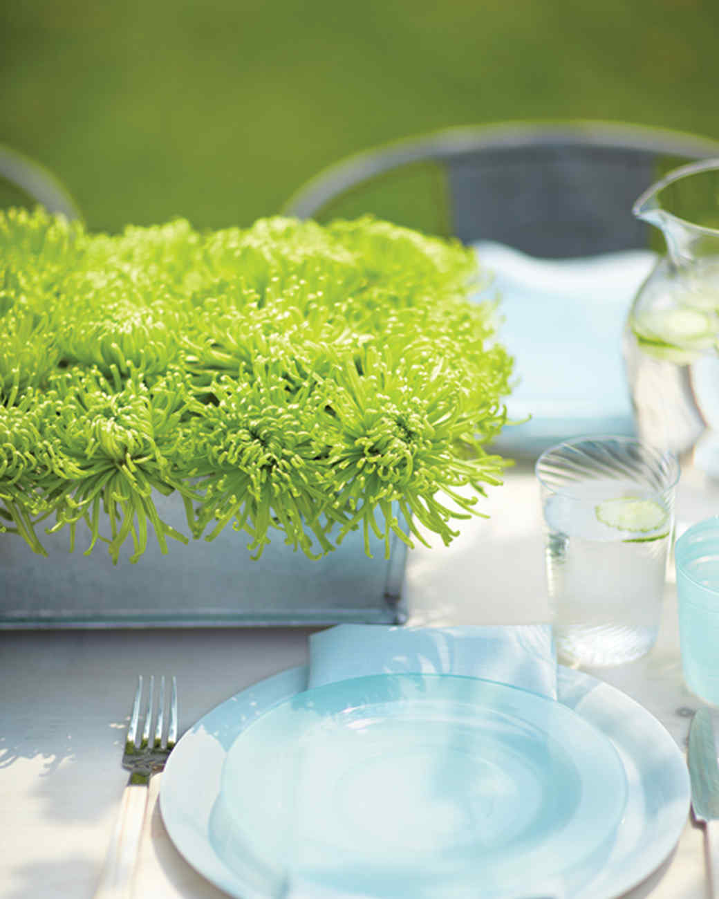 Simple and Striking Centerpiece