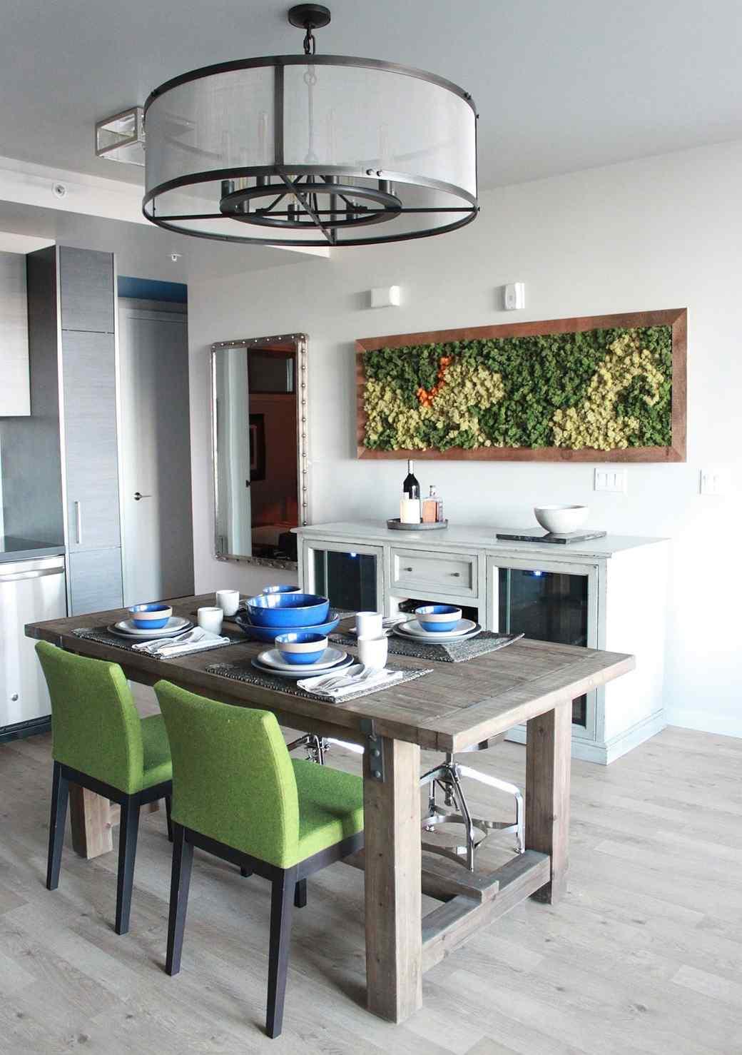 dining-room-green-1016.jpg (skyword:349134)