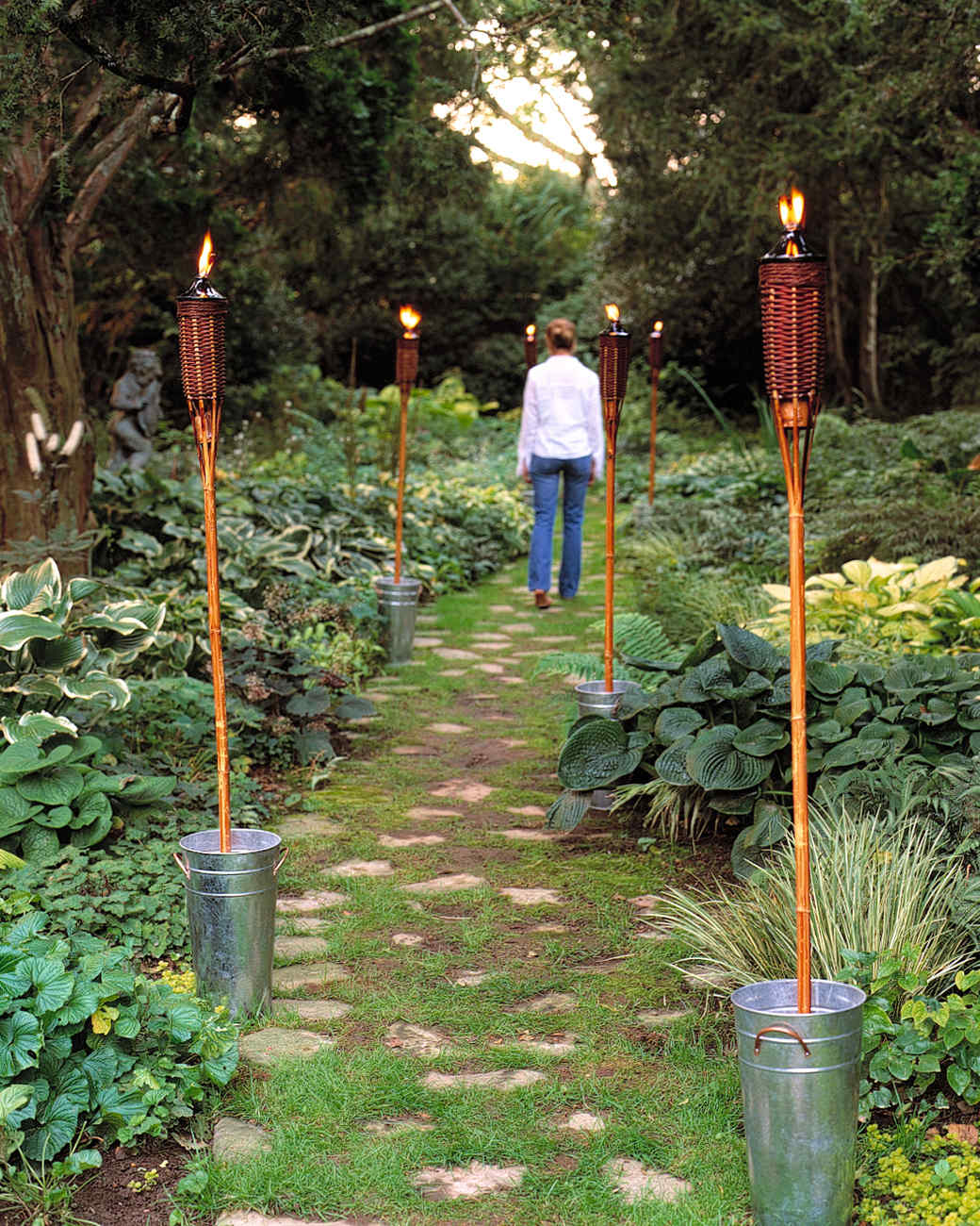Outdoor lighting ideas martha stewart - Leds exterior para jardin ...