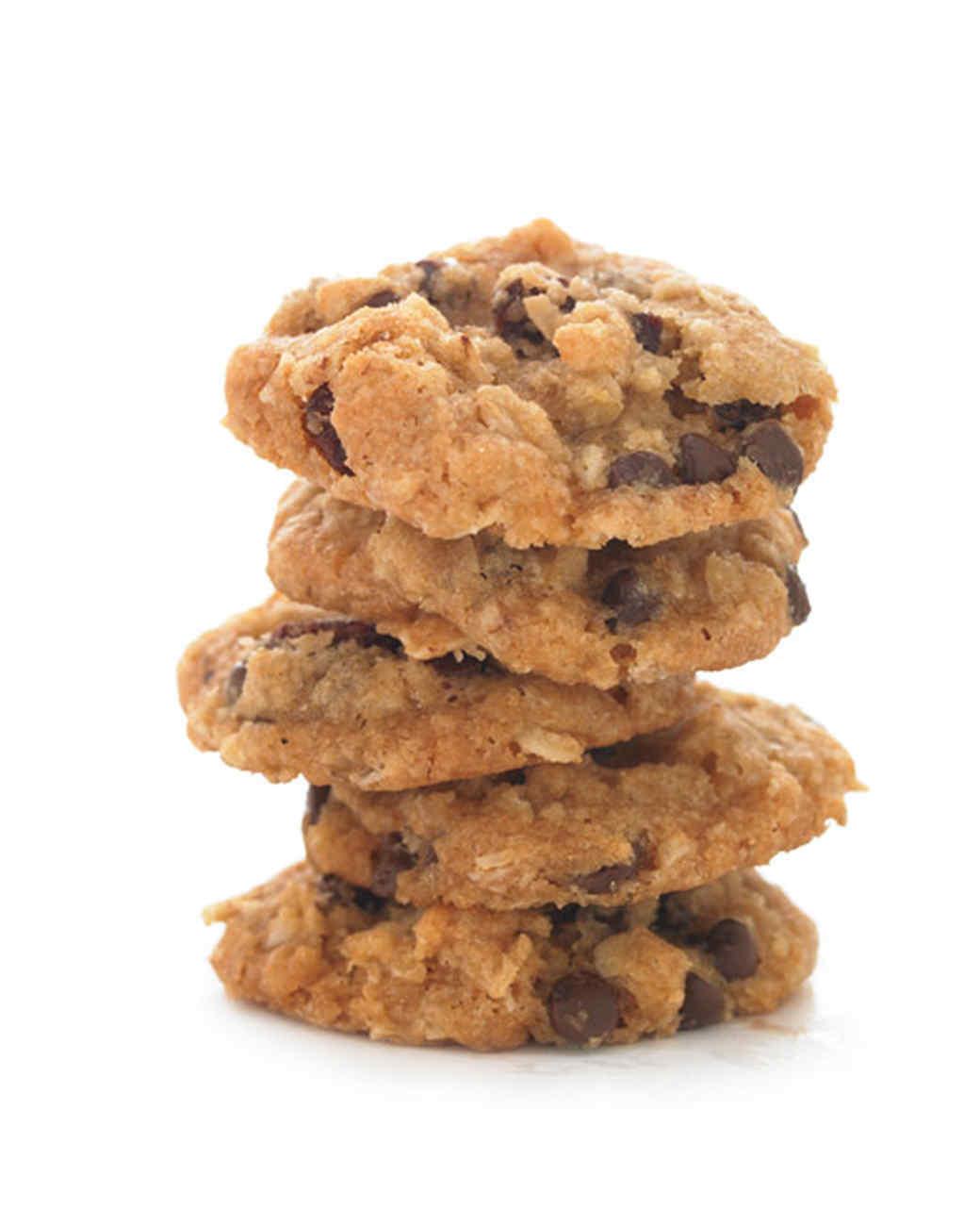 Vegan Oatmeal-Raisin Chocolate Chip Cookie
