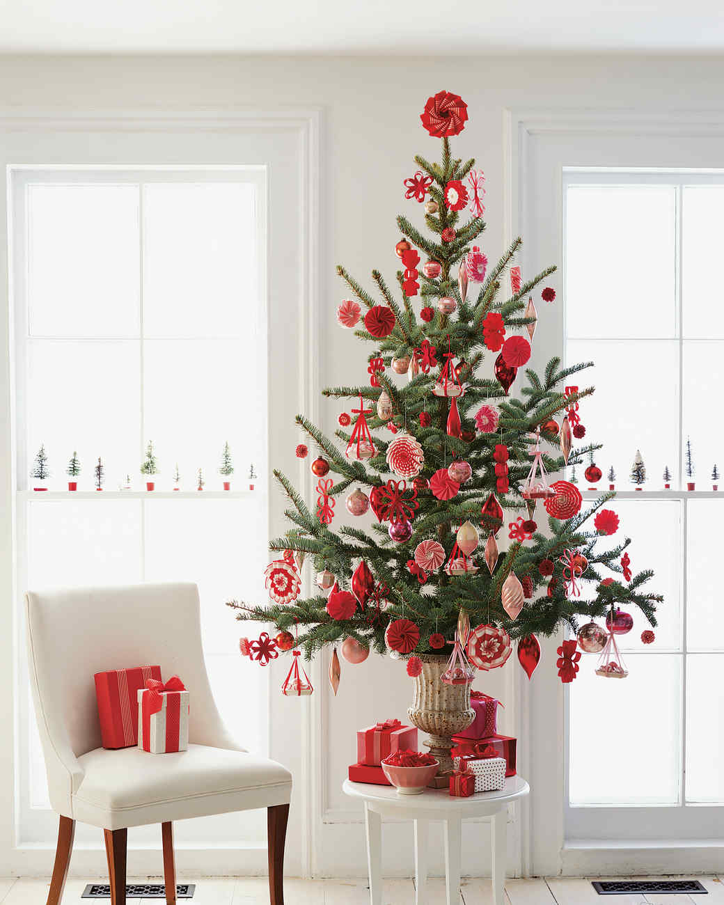 Red and white christmas tree decorating ideas - Red And White Christmas Tree Decorating Ideas 7