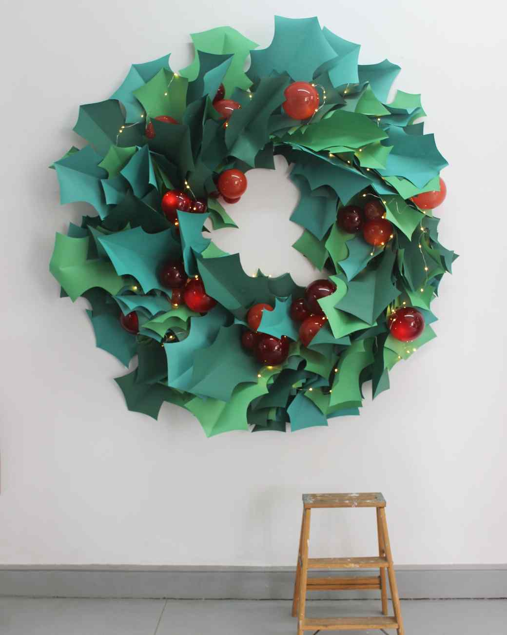 paper christmas wreath as party photo backdrop & Paper Christmas Wreath Wall-Art | Martha Stewart