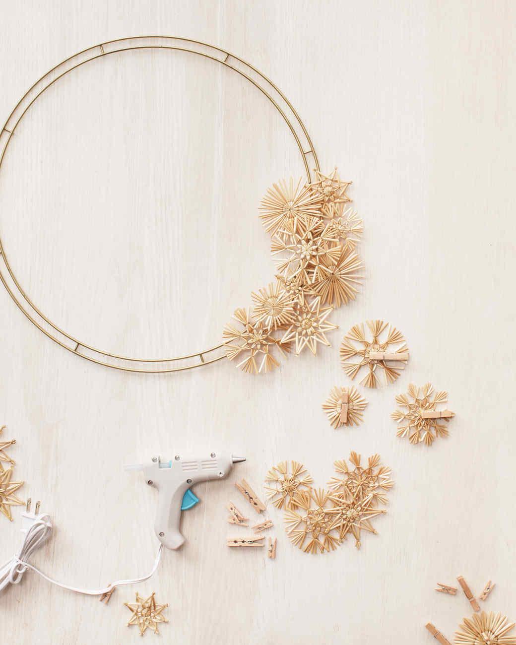 straw-wreath-mld107927.jpg