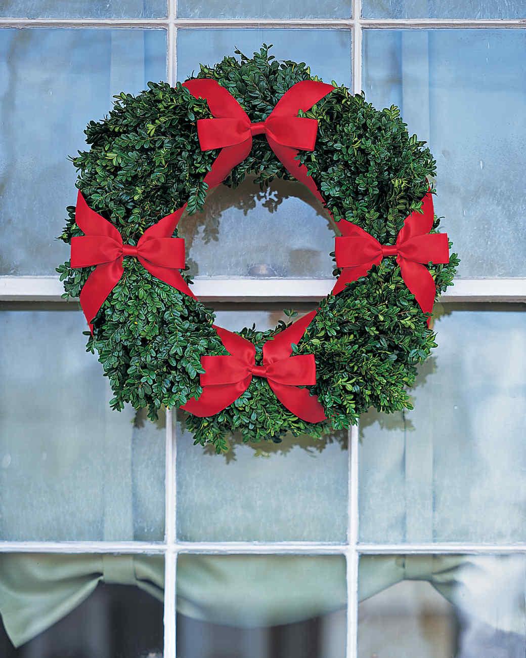 Four-Bow Boxwood Window Wreath